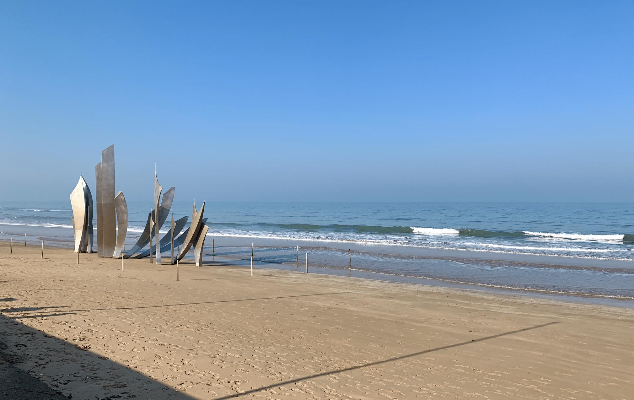 monument les braves sur la plage d'omaha beach
