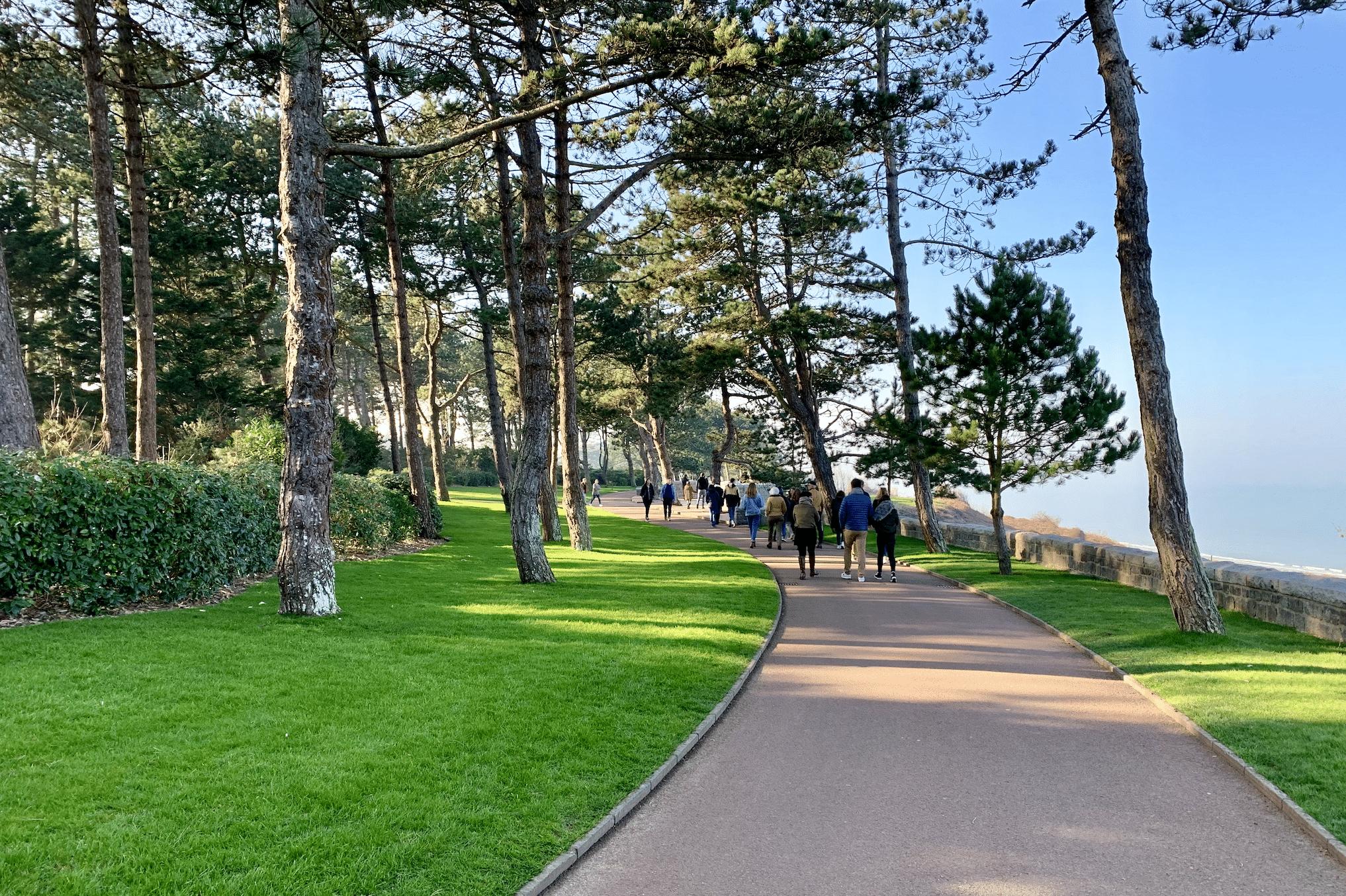 entree dans le parc du cimetiere americain d'omaha beach