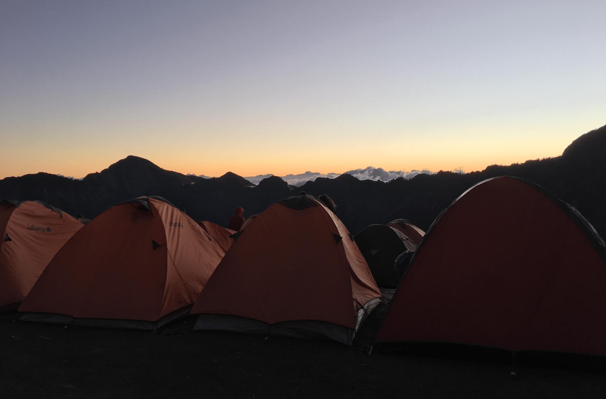 trek sur le mont rinjani en indonesie