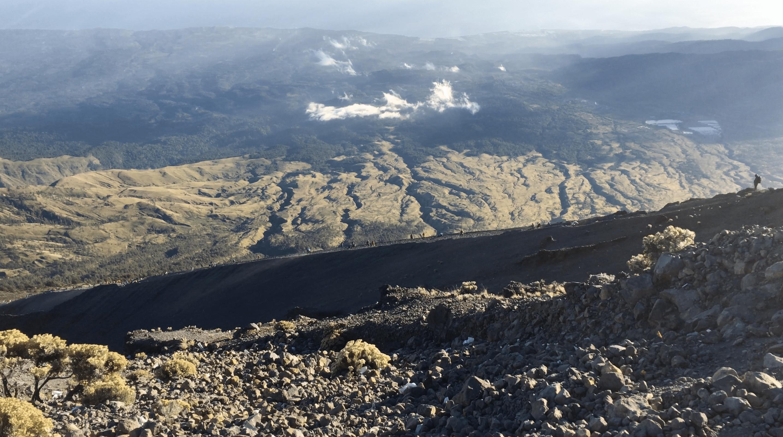 derniere montee pour arriver au sommet du mont rinjani
