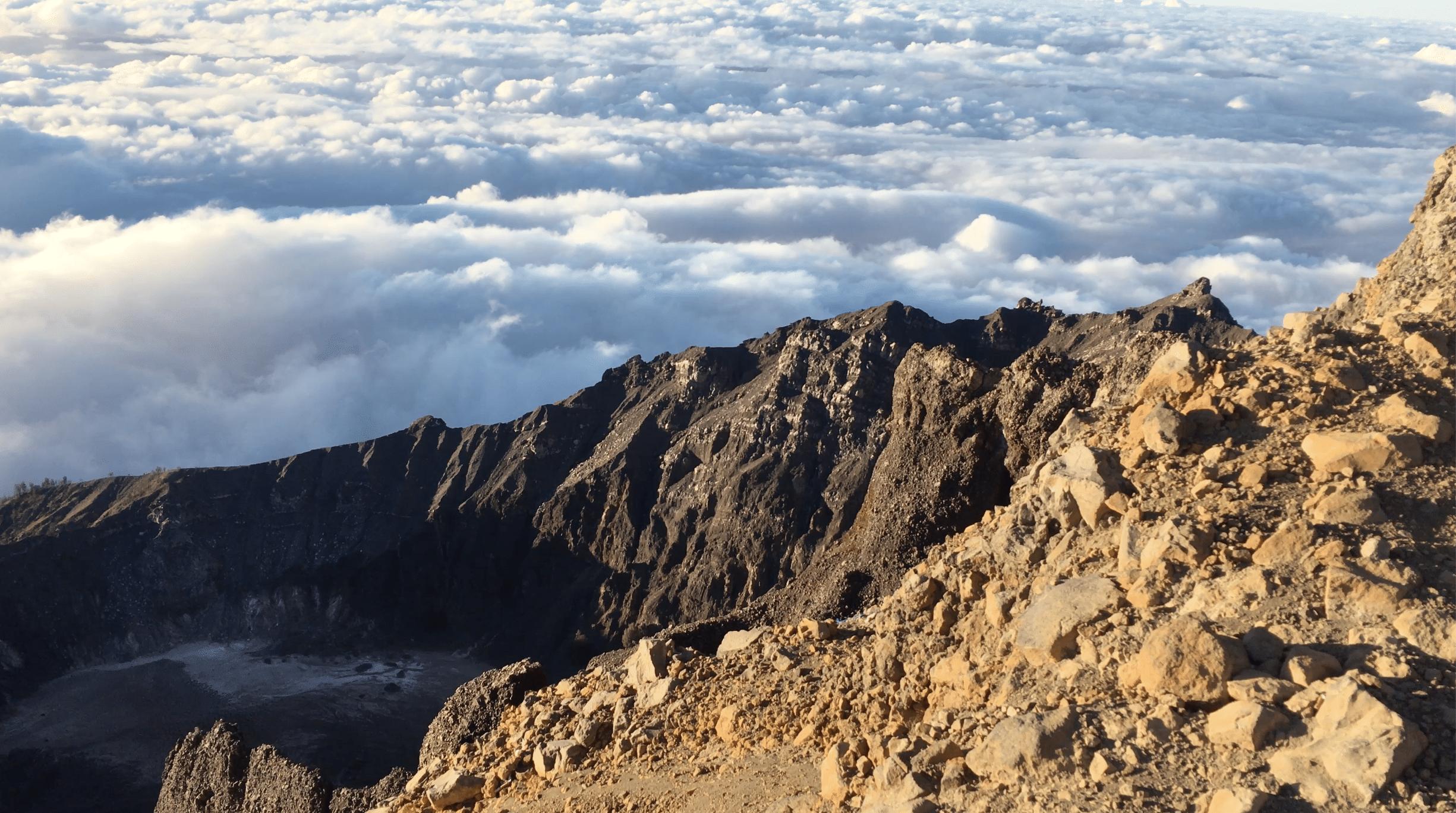 sommet du mont rinjani en indonesie