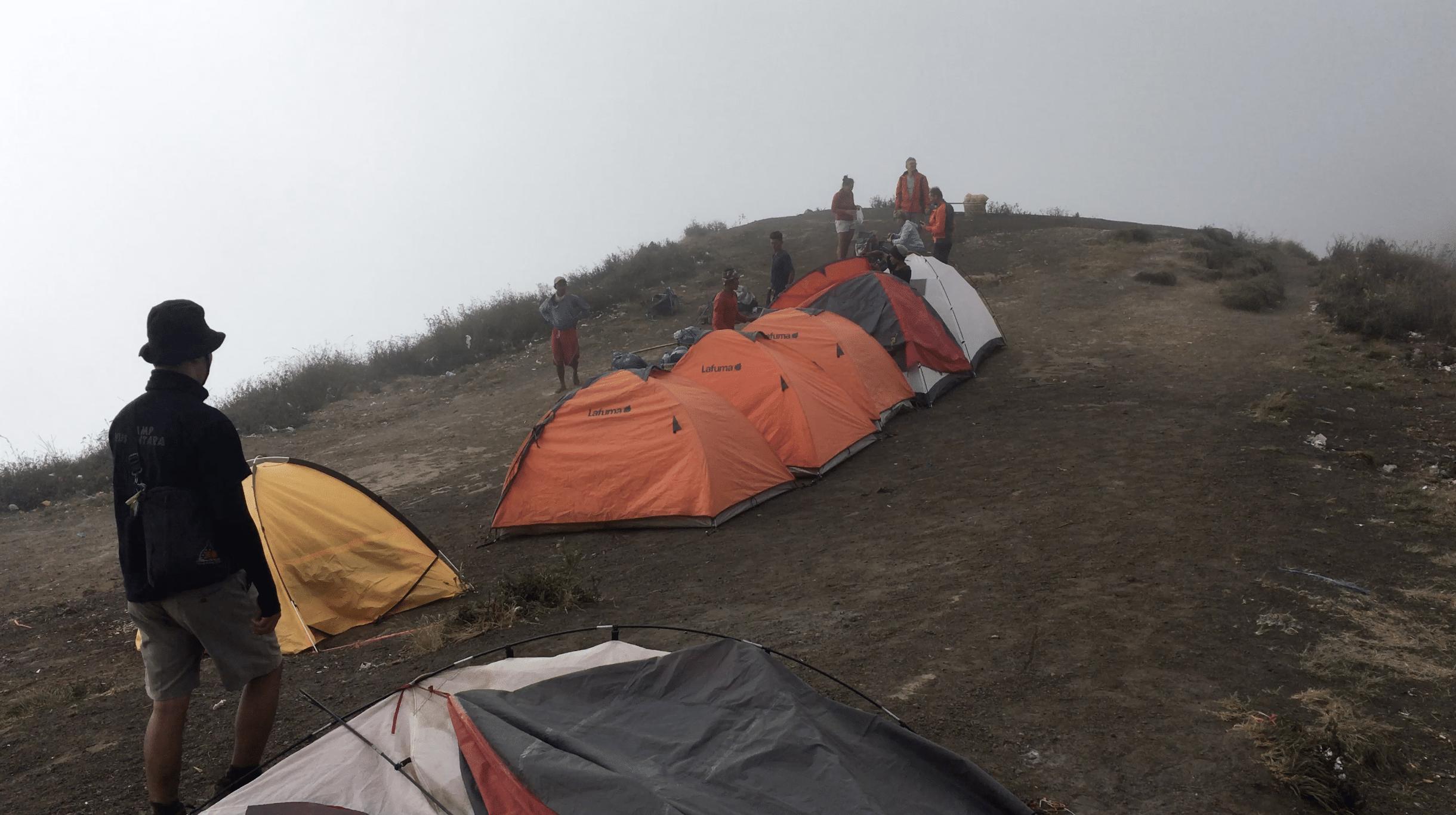 camp de base de plawangan sembalun crater rim
