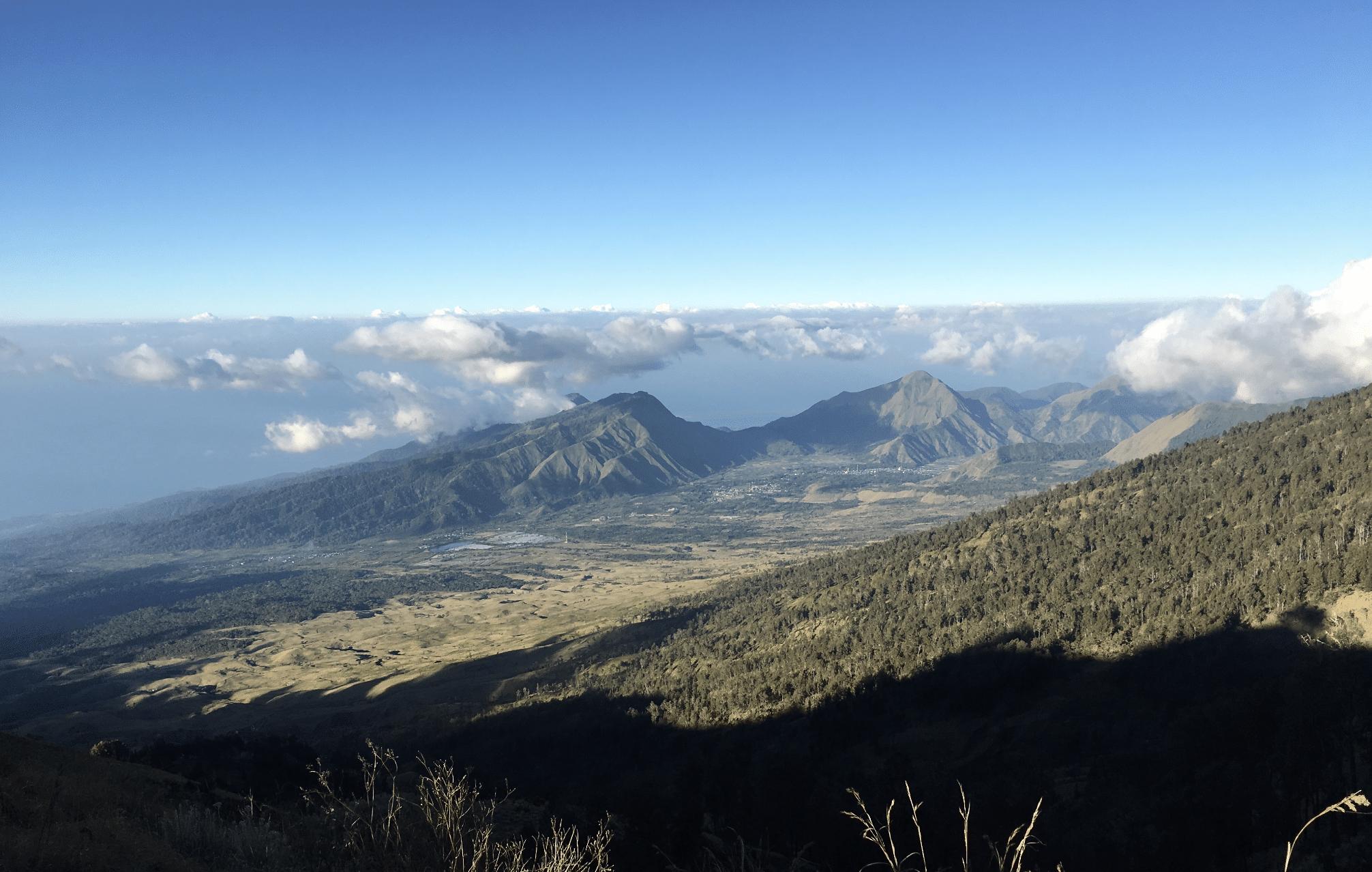panorama depuis le trek sur le mont rinjani