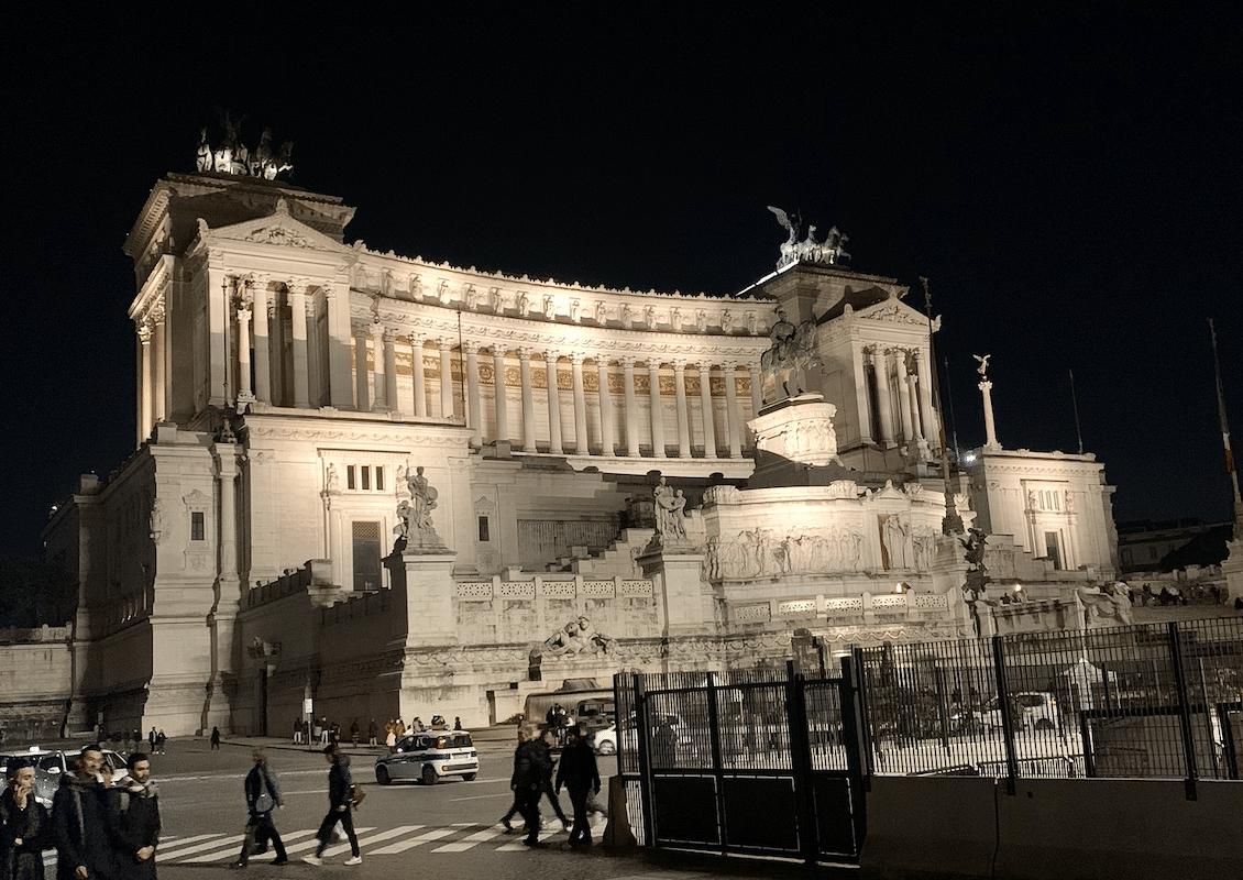 monument a victor emmanuel 2 a rome