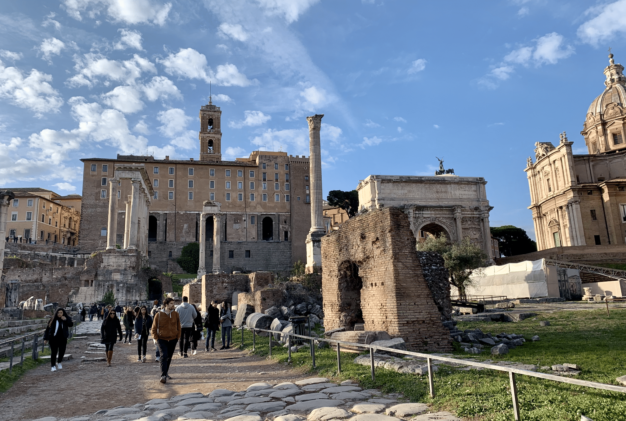 colonne de phocas sur le forum romain