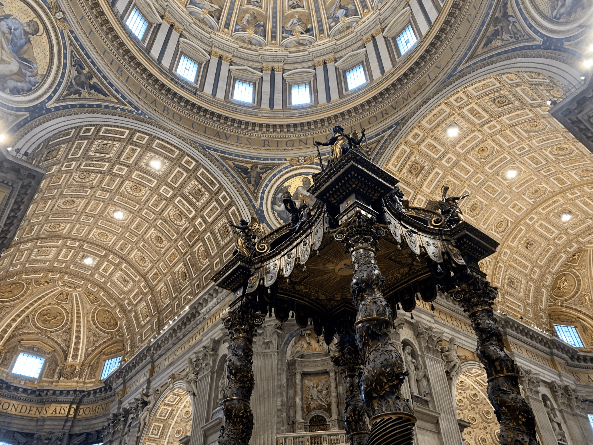 le baldaquin du bernin dans la basilique saint pierre