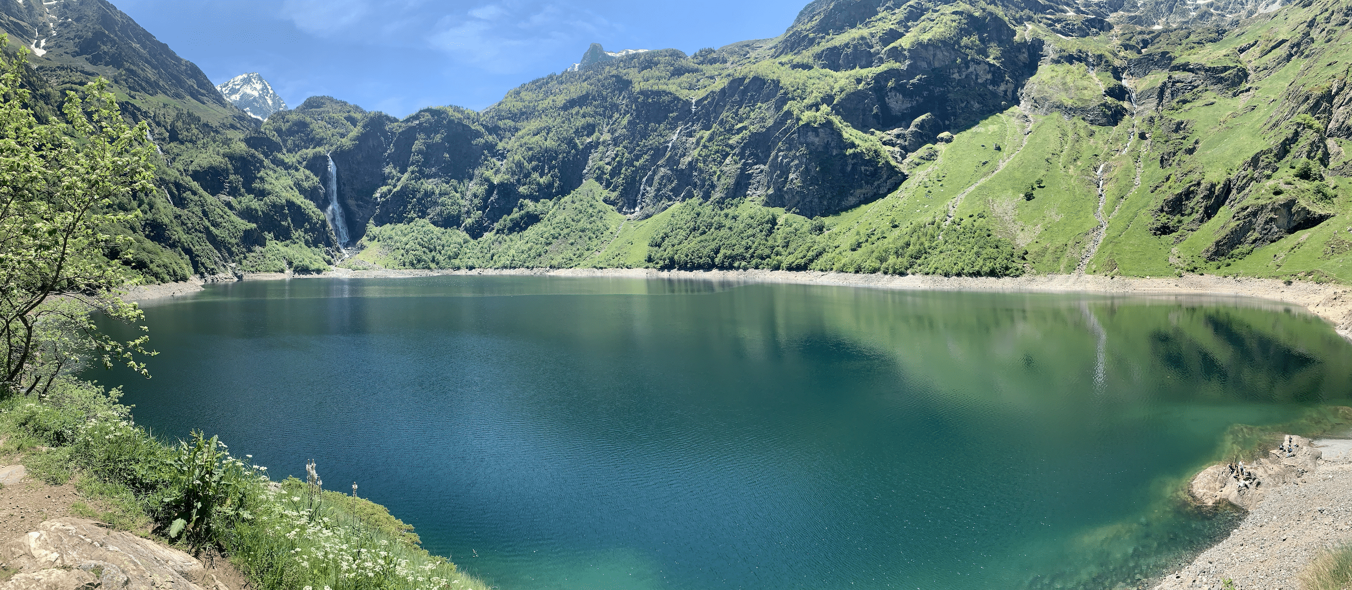 le lac d'oo dans les pyrenees