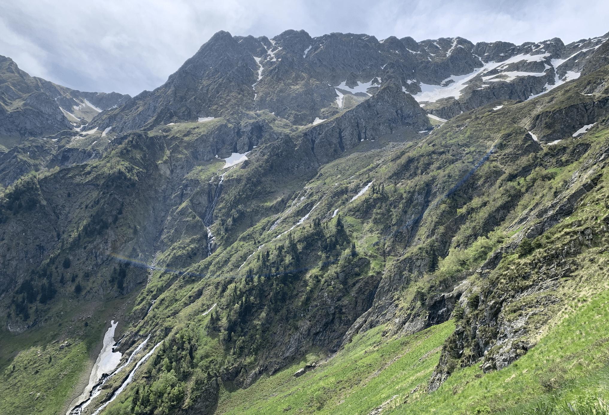 vue depuis le col de sacroux dans les pyrenees