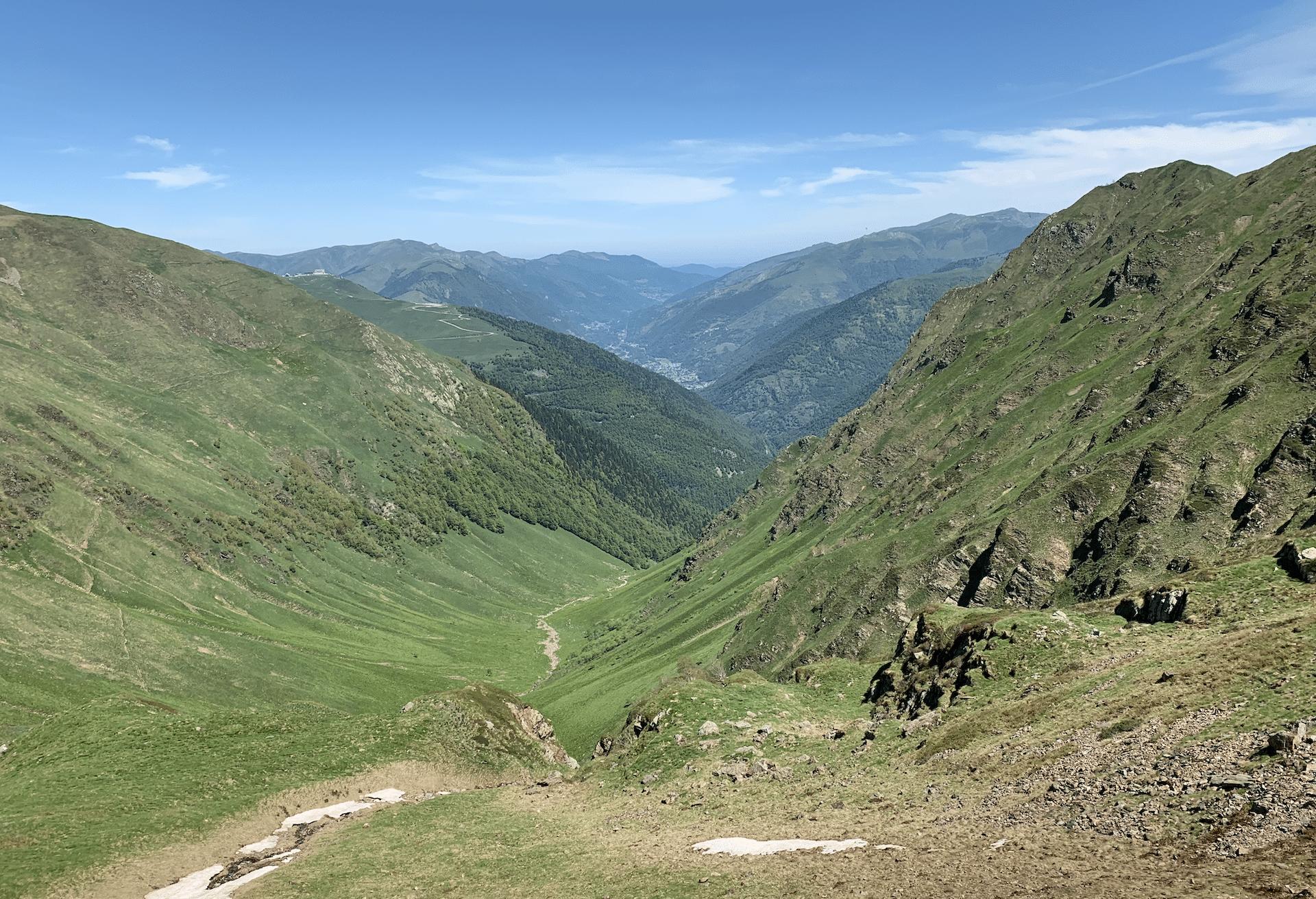vue depuis le col de pinata dans les pyrenees