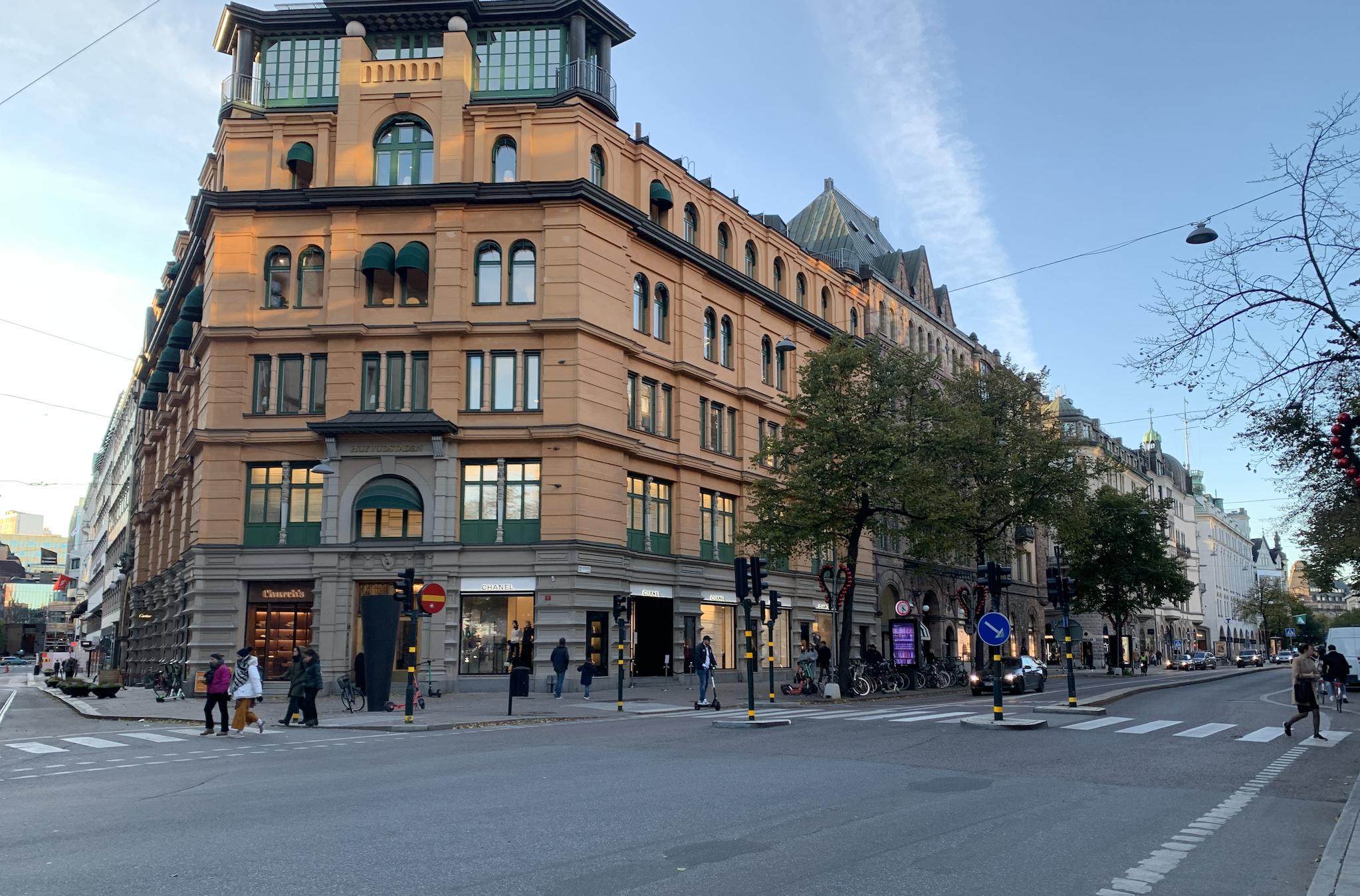 rue d'ostermalm avec des magasins de luxe