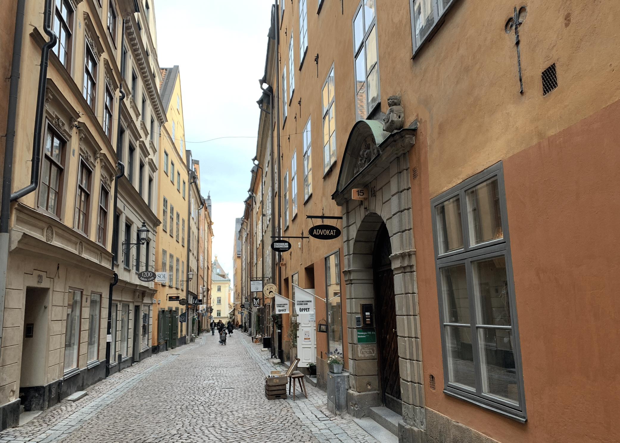 une ruelle pavee dans gamla stan