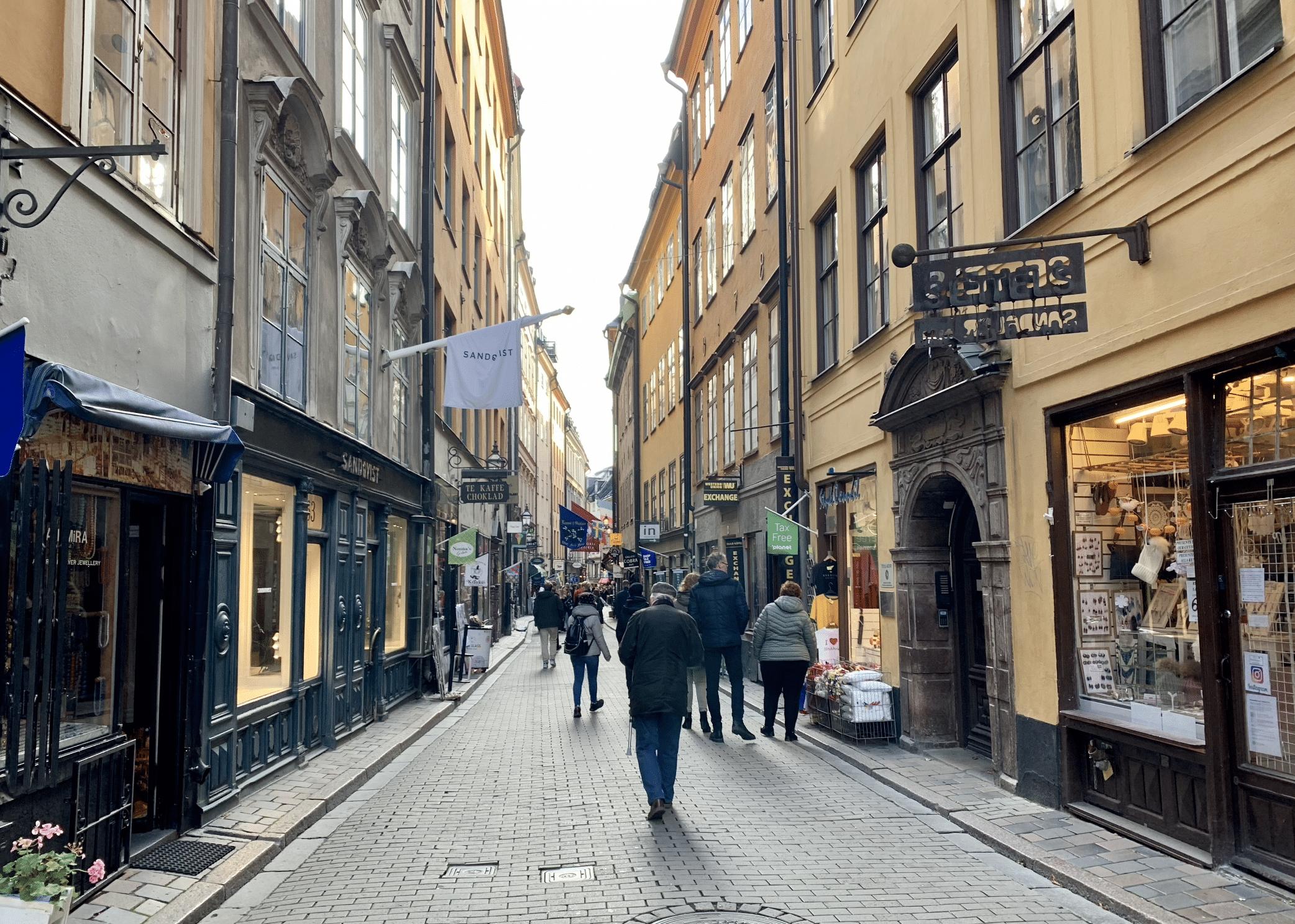 la rue vasterlanggatan dans le centre ville de stockholm