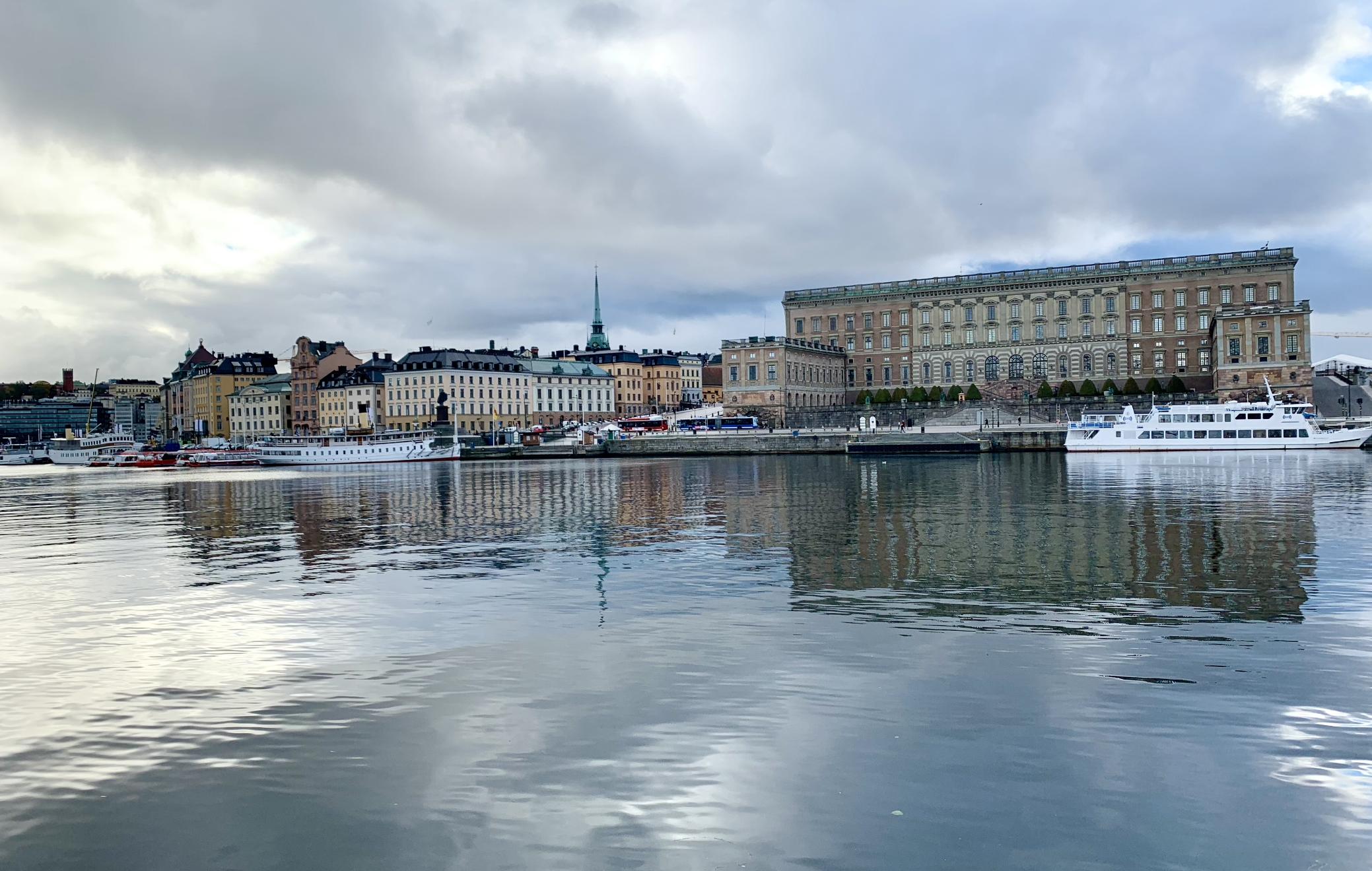 vue sur gamla stan depuis norrmalm