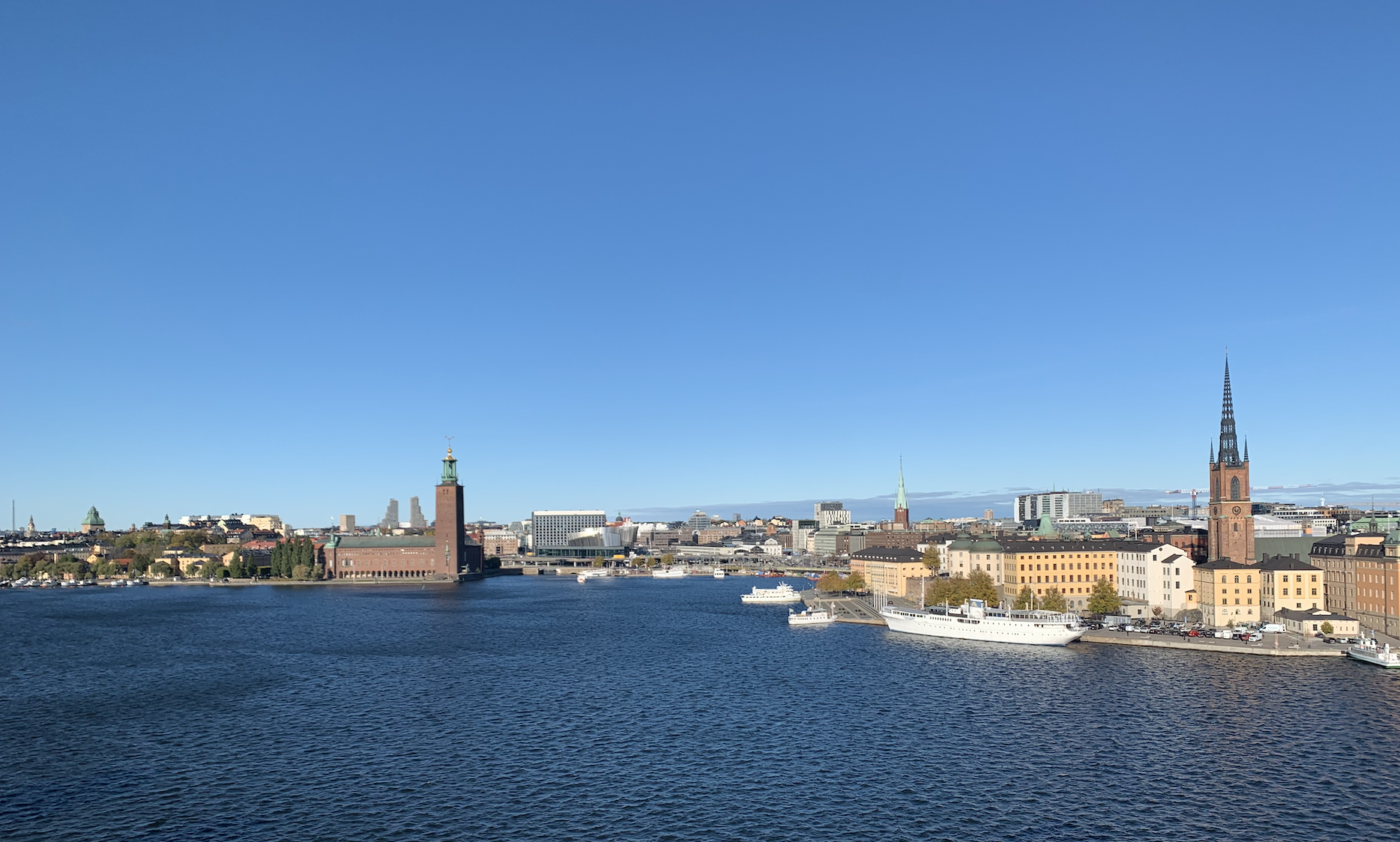 vue sur riddarholmen et kungsholmen depuis le sentier monteliusvagen