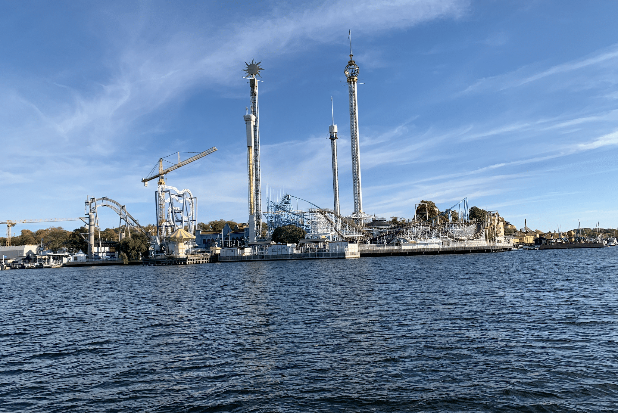 le parc d'attractions grona lund a stockholm