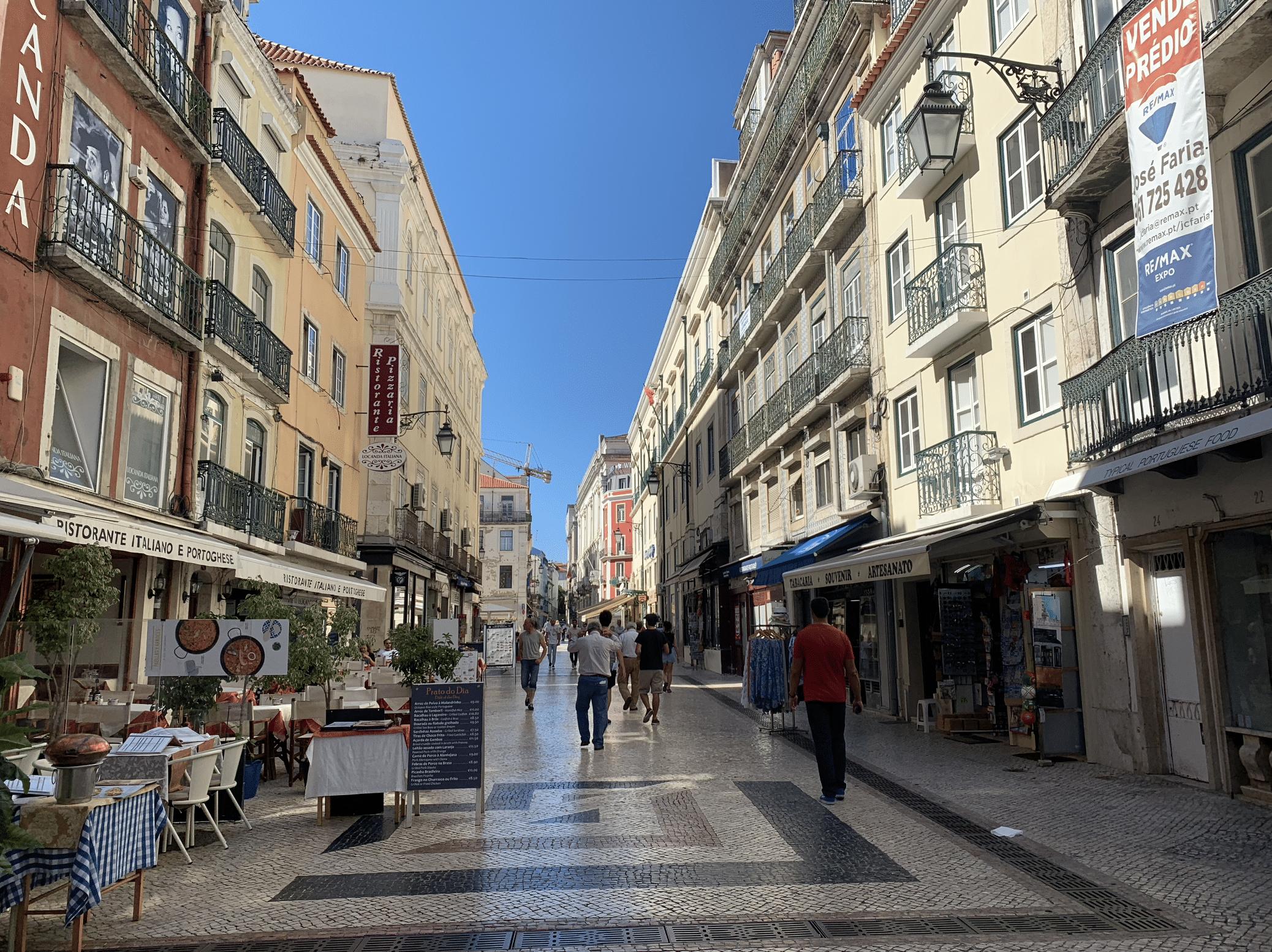 promenade dans le quartier de rossio a lisbonne