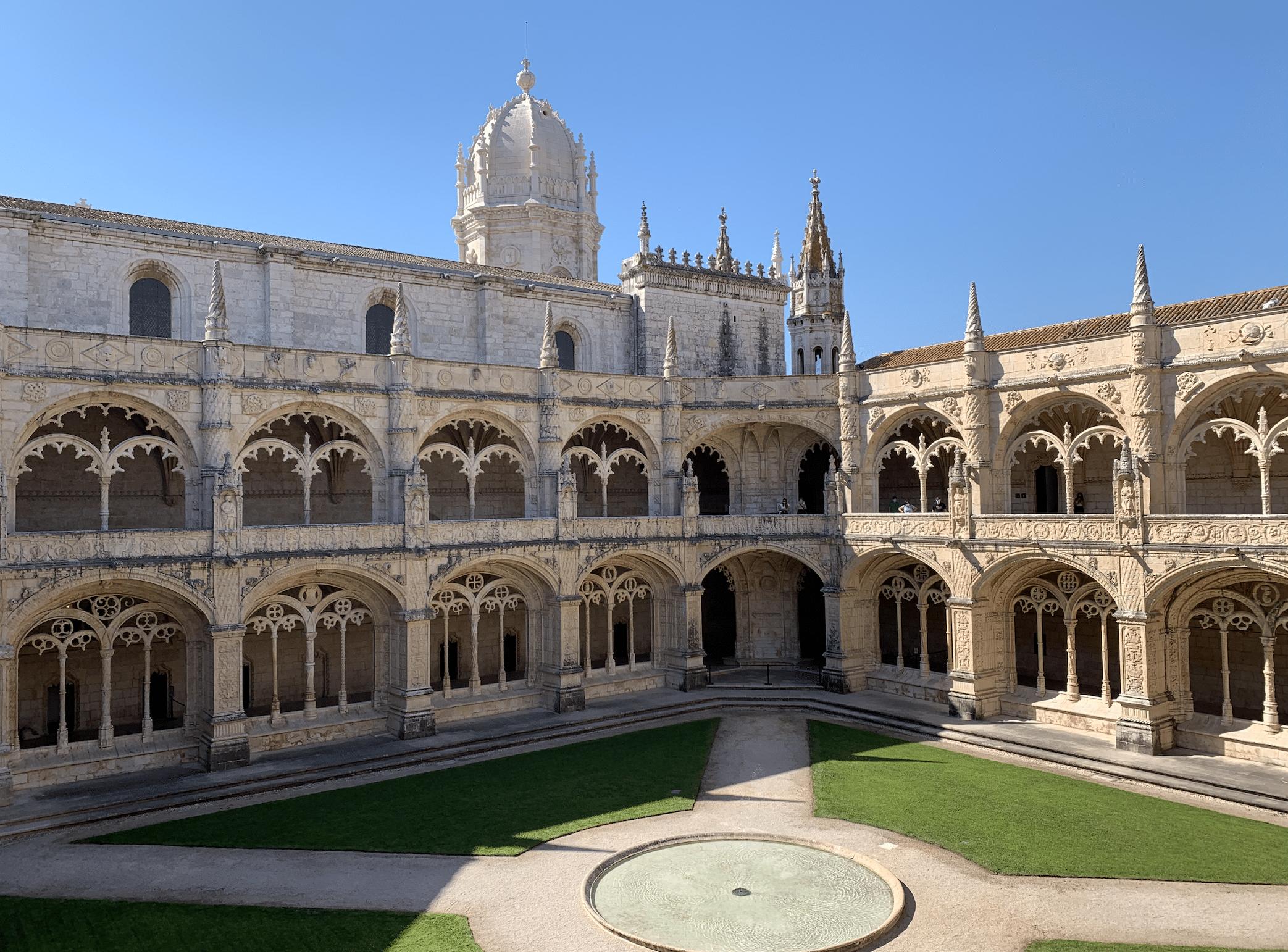 interieur du monastere des hieronymites