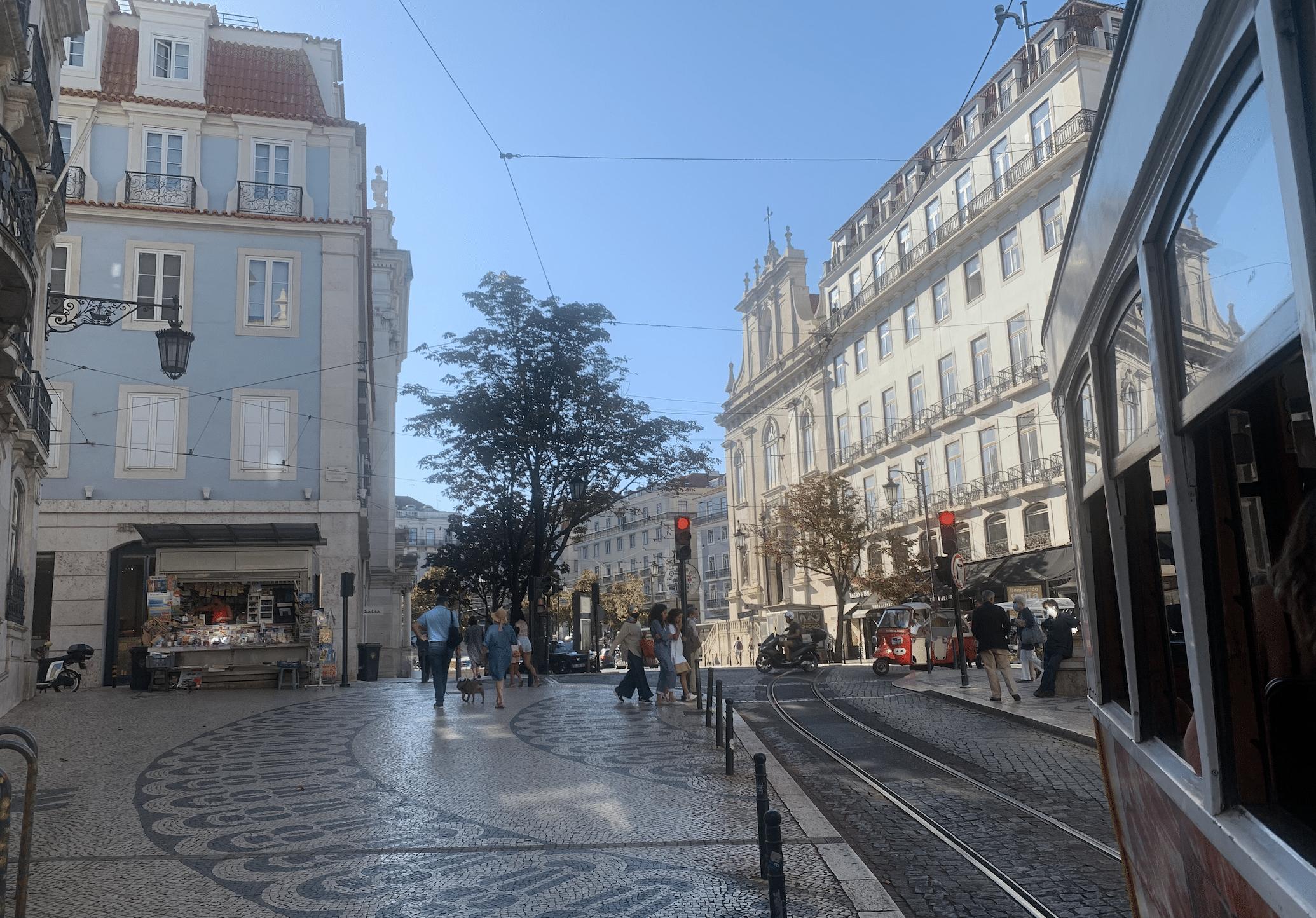tramway 28 dans le chiado