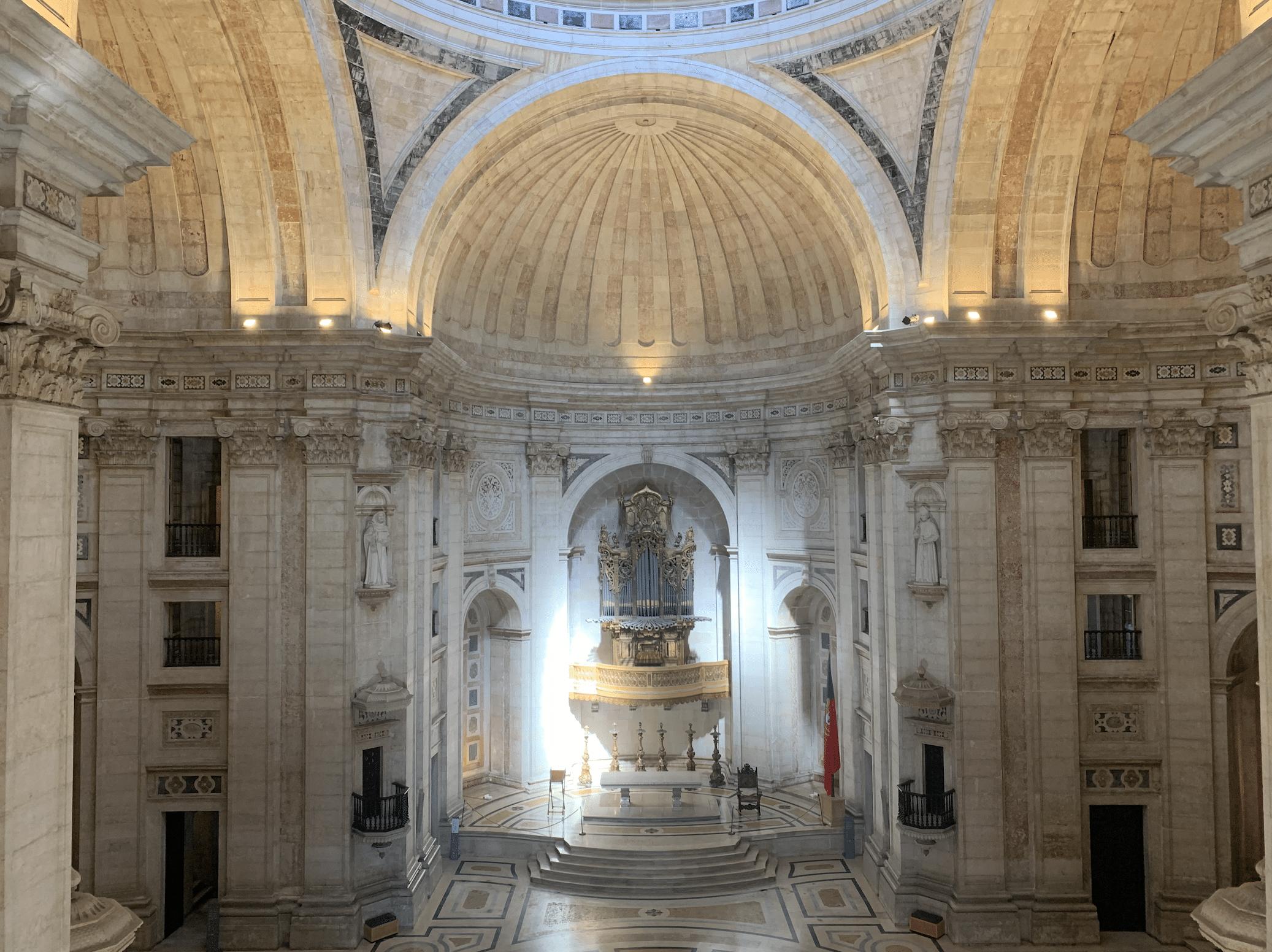 interieur du pantheon national du portugal