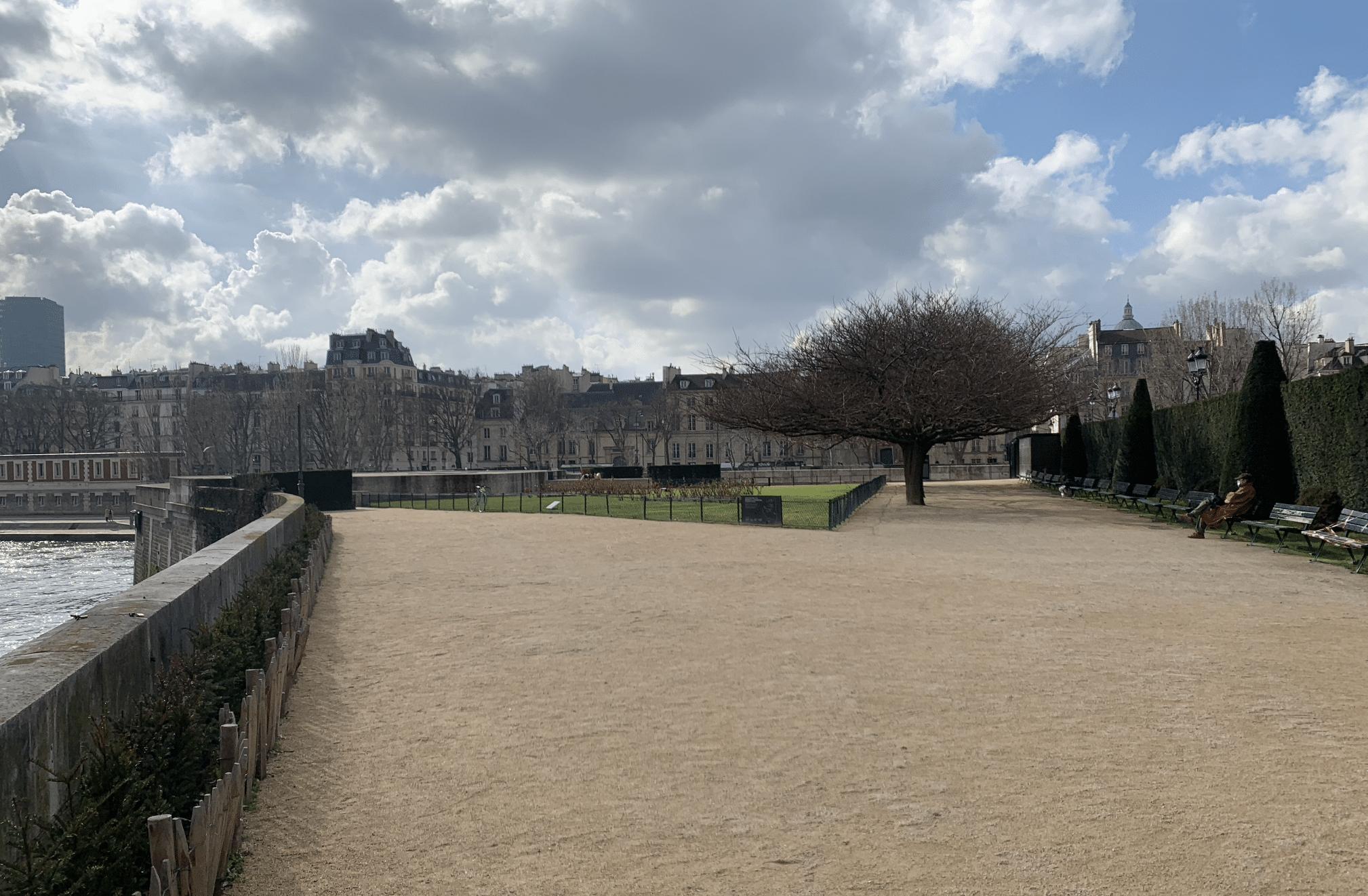 promenade sur l'île de la Cité : le square de l'ile de france
