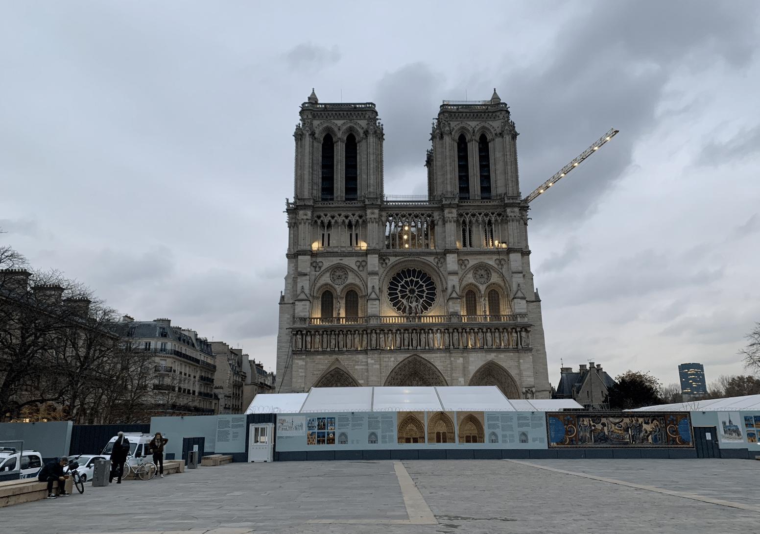 promenade sur l'île de la Cité : la cathedrale notre dame de paris