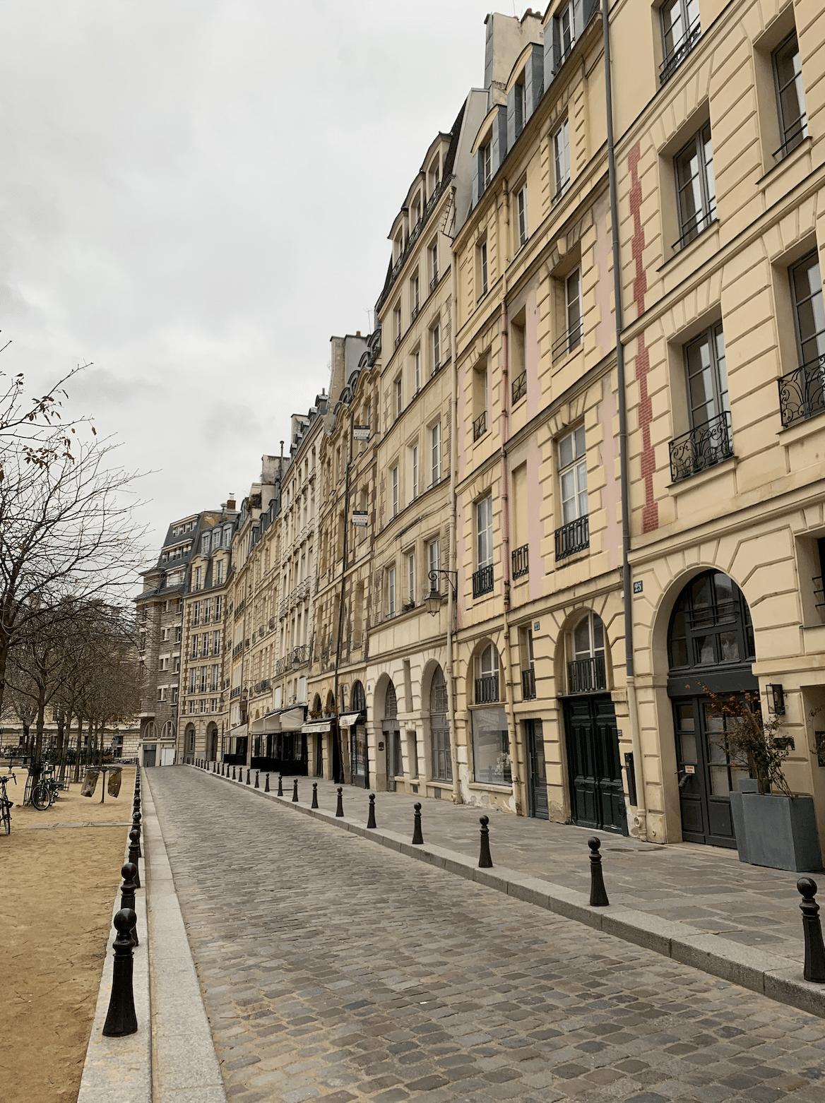 immeubles de la place dauphine a paris