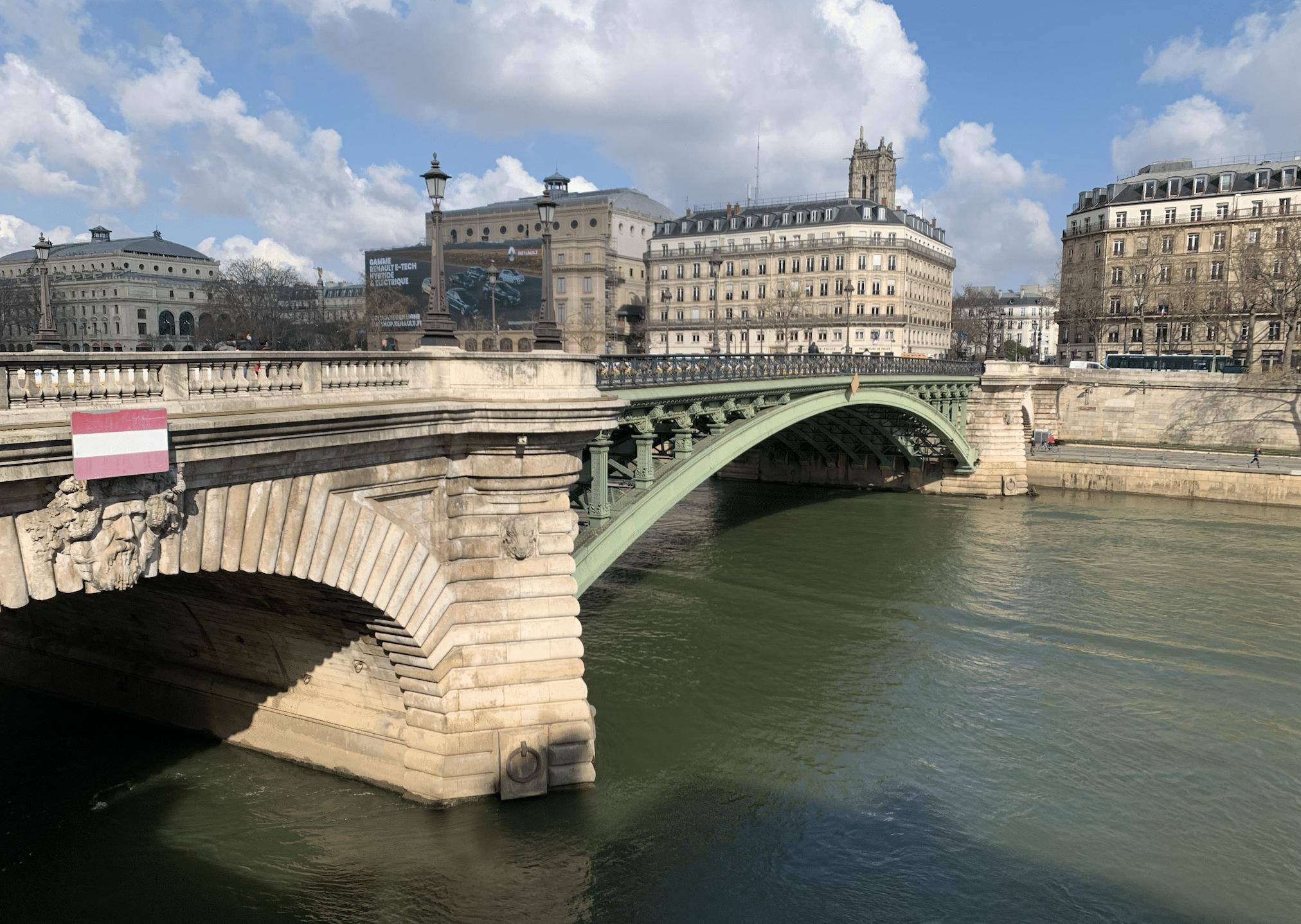 promenade sur l'île de la Cité : le pont notre dame