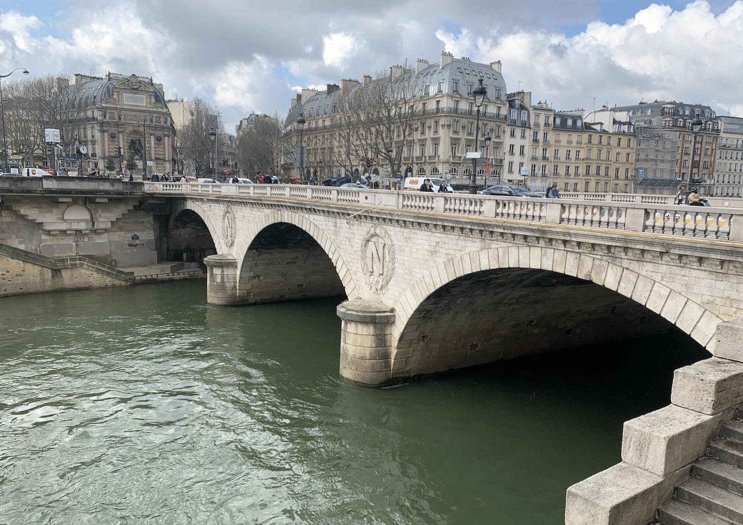 promenade sur l'île de la Cité : le pont au change