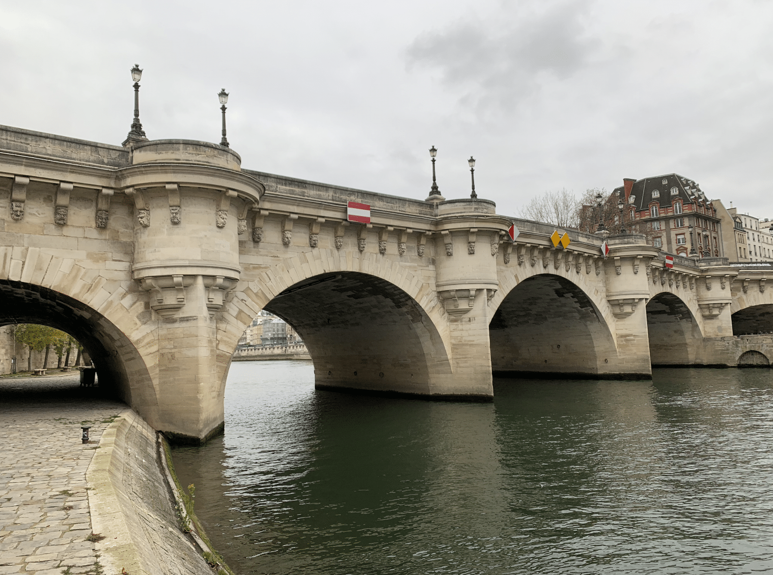 le pont neuf sur l'ile de la cite