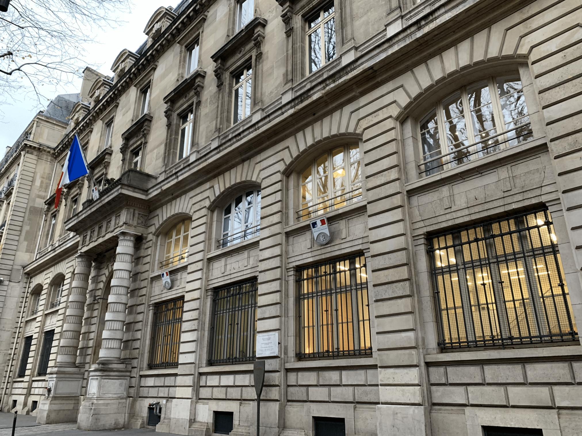 promenade sur l'île de la Cité : la prefecture de police