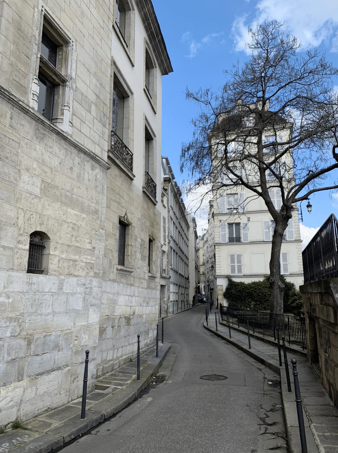 promenade sur l'île de la Cité : l'ancien quartier du chapitre