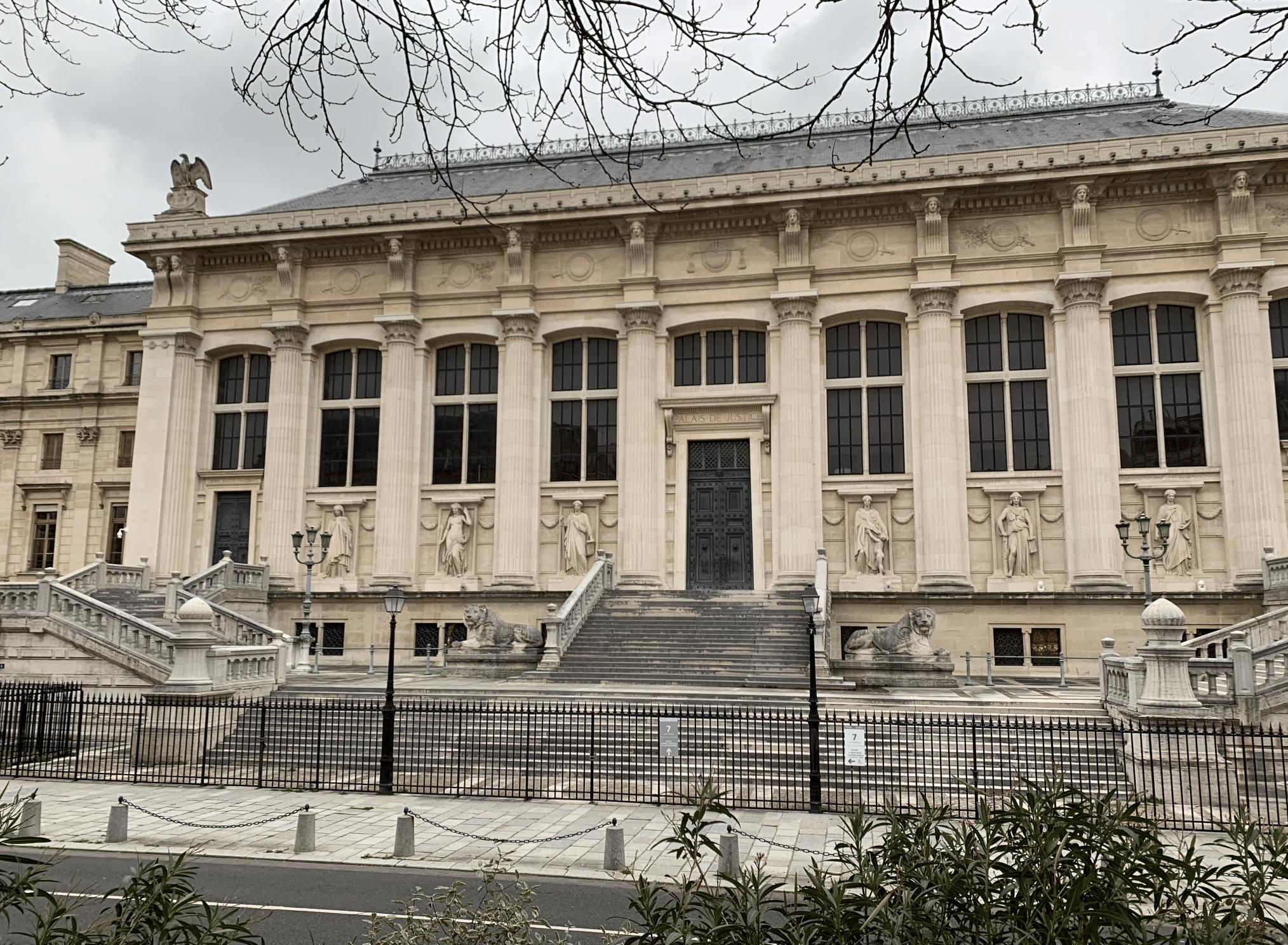 promenade sur l'île de la Cité : le palais de justice