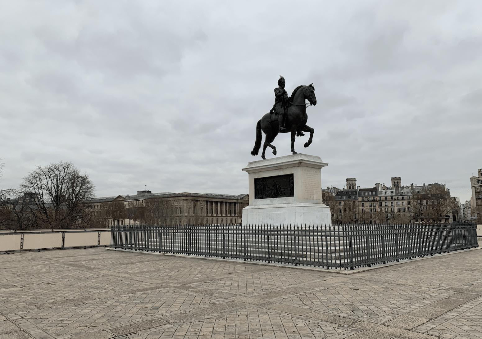 promenade sur l'île de la Cité : statue equestre d'henri iv